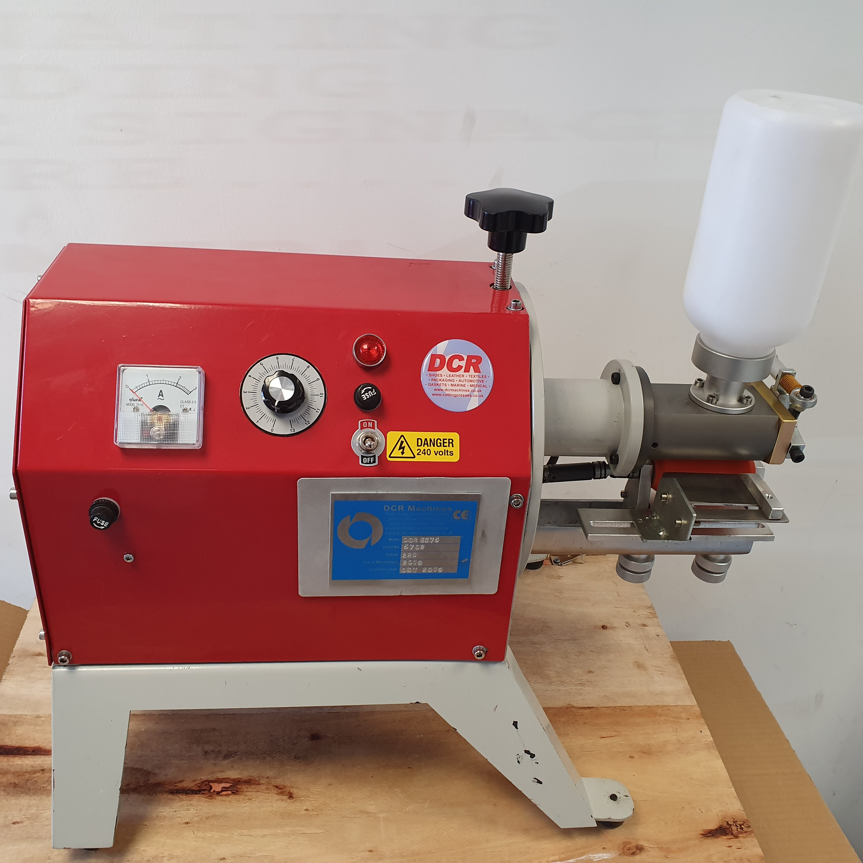 Photo of an DCR-EC75 EDGE CEMENTING MACHINE Industrial Sewing Machines