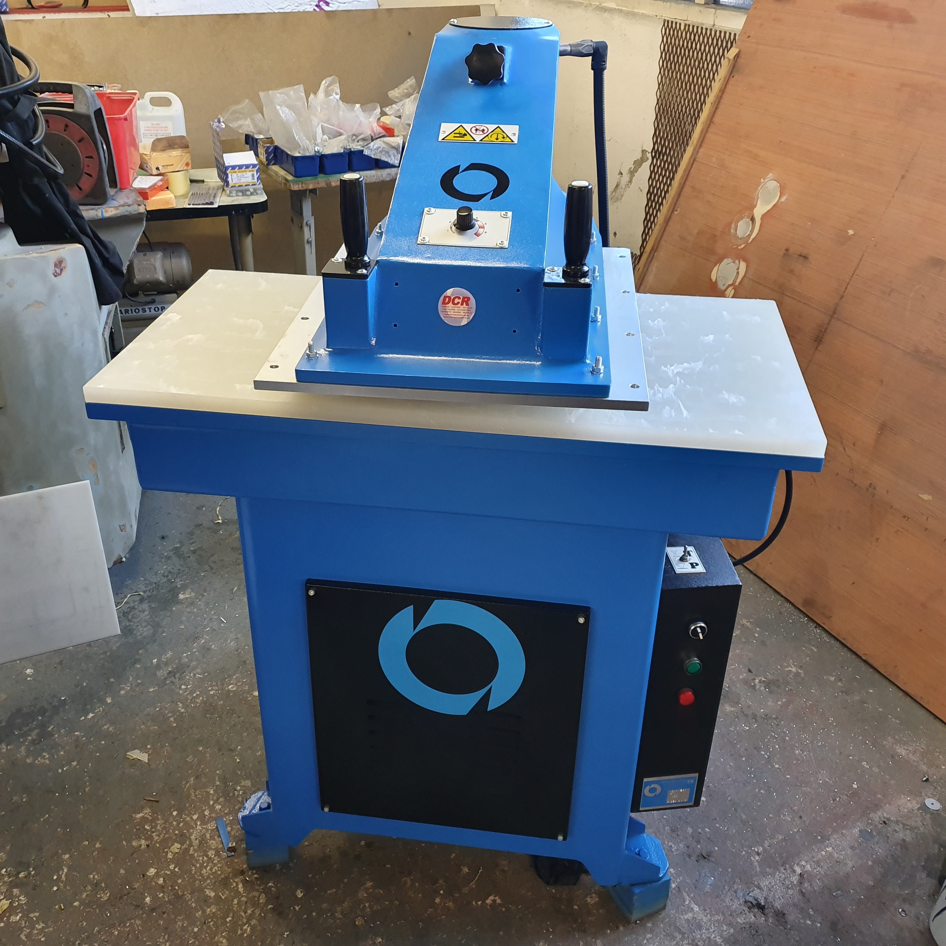 Photo of an DCR-F50 REFURBISHED CLICKER PRESS Industrial Sewing Machines