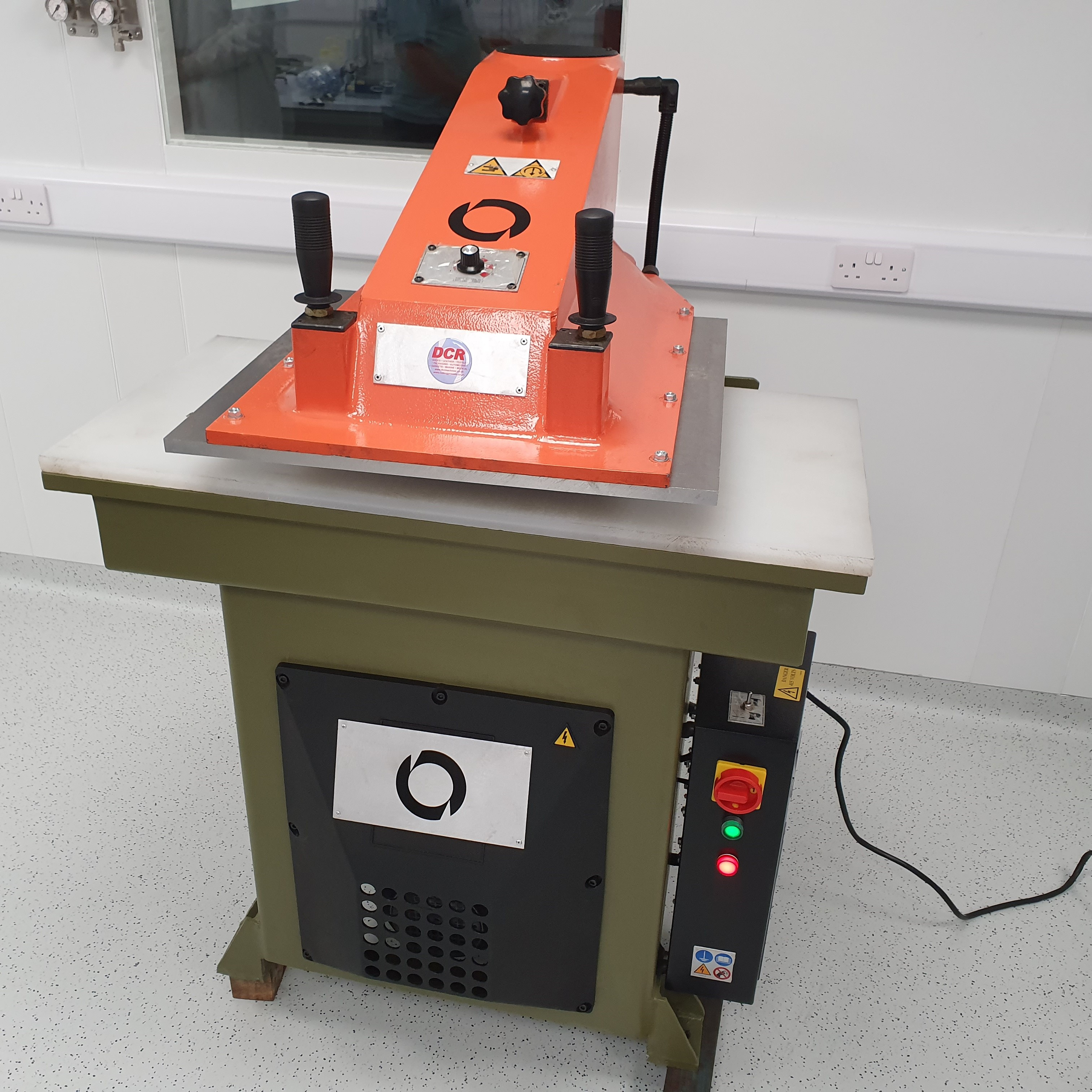 Photo of an DCR-27T HYDRAULIC Clicker Press BRAND NEW  Industrial Sewing Machines
