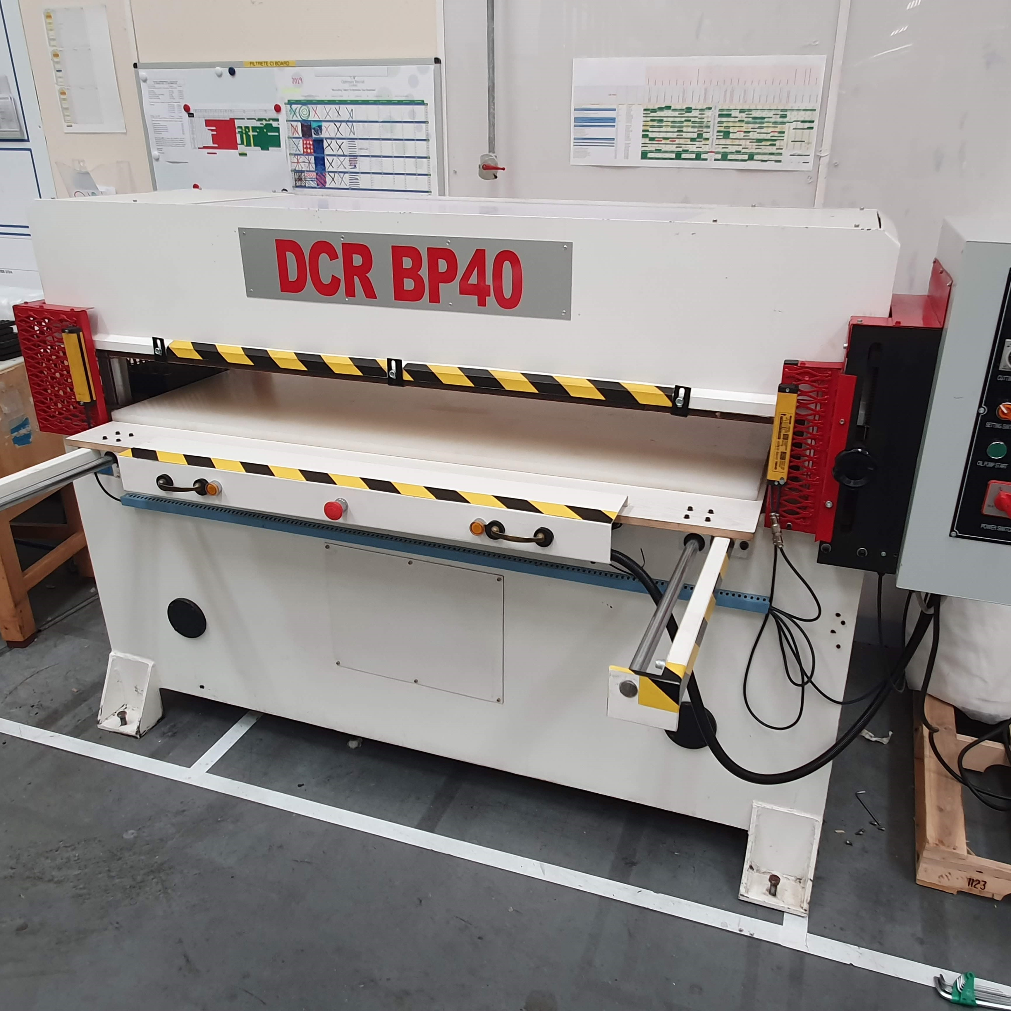 Photo of an DCR-BP40 Hydraulic BEAM PRESS Industrial Sewing Machines